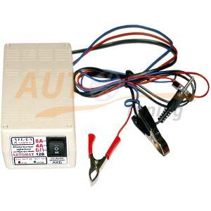 АИДА-8 SUPER — автоматическое импульсное десульфатирующее зарядно-предпусковое устройство для АКБ 32-160 А/час с режимом хранения.  Зарядное устройство (ЗУ) «АИДА-8 SUPER» представляет собой импульсное ЗУ нового поколения и служит для циклического импульсного заряда в автоматическом режиме 12В необслуживаемых и обслуживаемых аккумуляторных батарей (АКБ) емкостью от 32 до 160 А/час током 4 или 8А, для десульфатации засульфатированных АКБ, для длительного поддержания АКБ в заряженном состоянии, для предохранения их от сульфатации и перезаряда, а так же для хранения АКБ в межэксплуатационный период. ЗУ способно заряжать АКБ, разряженные практически до 0В, «реанимируя» их короткими импульсами тока силой 4 или 8А. ЗУ «АИДА-8» можно применять в составе систем резервного бесперебойного питания, дизель-генераторов (режим «безопасного хранения АКБ»), а также в качестве блока питания 13В 7А. ЗУ «АИДА-8» имеет предпусковой режим c током 8А для облегчения запуска двигателей в холодное время года. ЗУ «АИДА-8» имеет тепловую защиту от перегрузок, защиту от коротких замыканий и перенапряжений. От обратной полярности ЗУ защищено плавким предохранителем.  ТЕХНИЧЕСКИЕ ХАРАКТЕРИСТИКИ: Напряжение питающей сети: ~ 50 Гц 150÷240 В Потребляемая мощность: не более 150 ВА Напряжение включения не ниже 14,8 В ± 0,2 В Напряжение отключения не выше 15,6 В ± 0,2 В Средний ток заряда 4 или 8 А Напряжение режима хранения / блока питания 13,6 В± 0,2 В Ток режима хранения / блока питания до 8А Диапазон рабочих температур: от -10 до +40°С Габаритные размеры: 95×65×170 (мм) Масса: не более 0,6 кг Это самое удачное зарядное предпусковое устройство  Автомат для АКБ емкостью 32-160 А/час, ток 4 или 8А. Алгоритм циклического импульсного заряда с эффектом десульфатации защищает АКБ по окончанию заряда от саморазряда, сульфатации, перезаряда и коррозии за счет имитации цикла заряд-разряд. Происходит улучшение параметров АКБ: разрушается начавшаяся сульфатация, улучшается структура электродов, уменьшается вн
